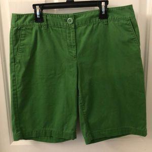 🌺3 for $20 Loft size 6 green Bermuda shorts